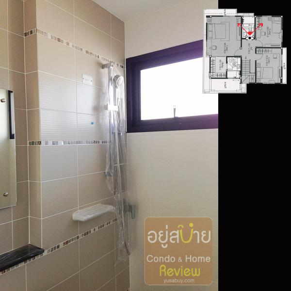 ห้องน้ำมีหน้าต่างด้านข้างตรงบริเวณส่วนเปียก ช่วยให้แห้งสะอาดดี