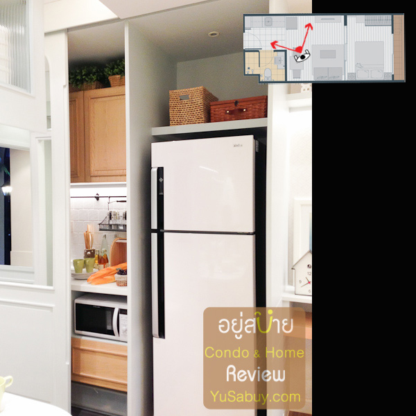 ตรงเคาท์เตอร์ครัวในห้องตัวอย่างจะมีประตูบานเลื่อนปิด-เปิดอยู่ แต่ของจริงไม่มีนะครับ เป็นเคาท์เตอร์โล่งๆอย่างเดียว