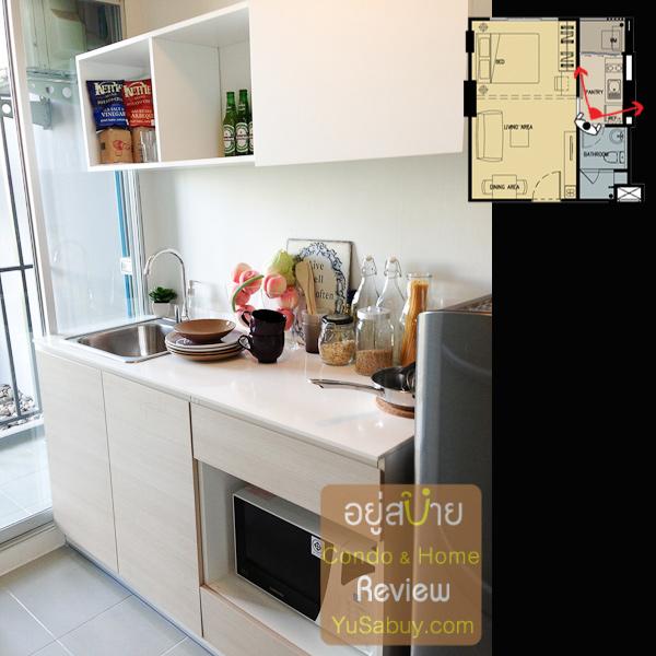 เคาท์เตอร์ครัวครับ มี sink มาให้ ช่องวางไมโครเวฟได้ แต่ไม่มีเตามาให้ครับ
