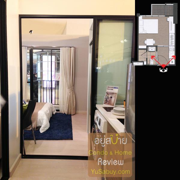 เปิดประตูเข้ามา ทางขวาเป็นส่วนเคาท์เตอร์ครัว ทางซ้ายเป็นห้องน้ำครับ