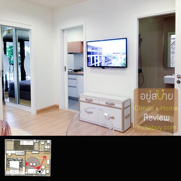 ตรงนี้มองจากส่วนรับประทานอาหารไป ทางซ้ายสุดคือประตูเข้าห้องนอน ตรงกลางเข้าห้องครัว ขวาสุดคือประตูเข้าห้องน้ำครับ