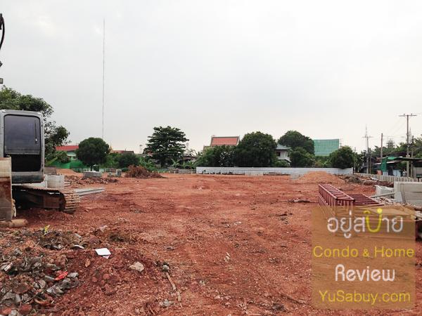 ภายในตัวโครงการ รอบๆโล่งทีเดียวครับ เป็นชุมชนแล้วก็บ้านพักอาศัยทั่วๆไป ไม่มีตึกสูง