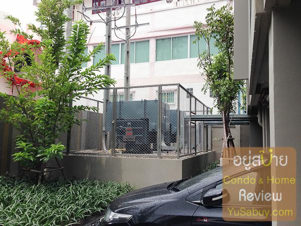 เครื่องกำเนิดไฟฟ้า (Generator) แบบตั้งไว้ภายนอกอาคาร จะอยู่ตรงมุมของตึก B ด้านหลังครับ