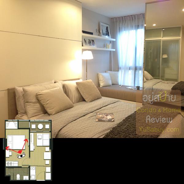 ในห้องนอนครับ มีพื้นที่ริมหน้าต่างวาง sofa bed หรือโต๊ะทำงานเล็กๆได้