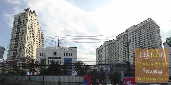 มองจากที่ดินของโครงการออกไปยังฝั่งตรงข้ามกันบ้างครับ ทางซ้ายสุดเป็น The Address Siam ตรงกลางเป็นกรมพลังงานทหาร และทางขวาสุดเป็นคอนโดบ้านกลางกรุง