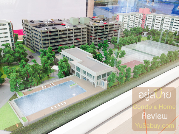 Facilities ส่วนกลางตรงโซน D ตึกด้านหลังที่เห็น 2 ตึกคือที่จอดรถครับ