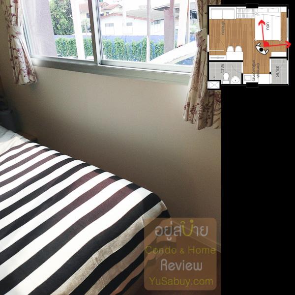 ถ่ายให้ดูระยะของเตียงกับผนังครับ เหลือไม่เยอะเท่าไหร่ ขอบหน้าต่างล่างจะอยู่ค่อนข้างสูงนิดนึงห้องเลยอาจจะดูไม่ค่อยโปร่งเท่าไหร่ครับ