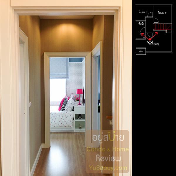 มองจากห้องนอนใหญ่ผ่านโถงไปห้องนอนเล็กทั้ง 2 ห้อง