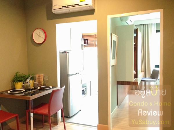 เข้ามาในห้องแล้วสเปซจะแบ่งพื้นที่ออกเป็นส่วนครัวและส่วนห้องนอน