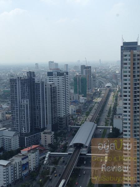 มองไปสถานี BTS กรุงธนบุรีและวงเวียนใหญ่