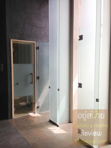 ห้องซาวน่ากับห้องอาบน้ำครับ ห้องอาบน้ำใช้กระจกขุ่นๆแบบนี้เซ็กซี่ไปสำหรับคนขี้อายนะ
