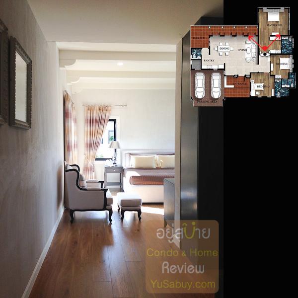 มองผ่าน walk-in closet เข้าไปยังส่วนนอนใน master bedroom