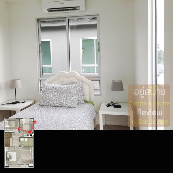 มาโผล่ดูในห้องนอนเล็กด้านหลังครับ หน้าต่างอยู่ตรงหัวเตียงแบบนี้ไม่ค่อยดีเท่าไหร่