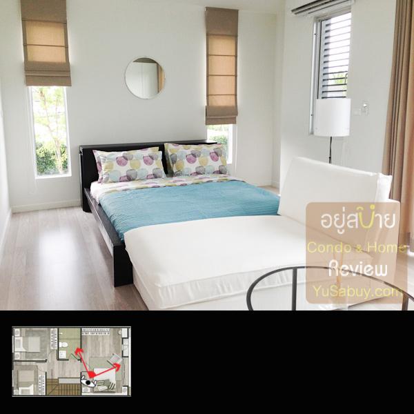 ห้องนอนใหญ่ด้านหน้า หน้าต่างตรงหัวเตียงนั้นจะมีแต่เฉพาะหลังมุมนะครับ
